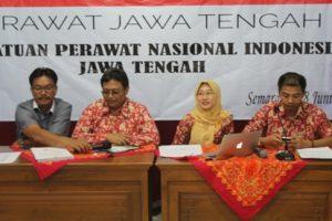 Ketua PPNI Jawa Tengah (kiri) beserta MC dan kedua narasumber (Ns. Rasmudjito, S.Kep., MH.Kes dan Ns. Abdul Wakhid, M.Kep., Sp. Kep. J.)